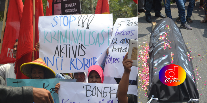 Sambut Hari Korupsi : Ratusan Masa Aktivis Anti Korupsi Blitar, Gelar Orasi