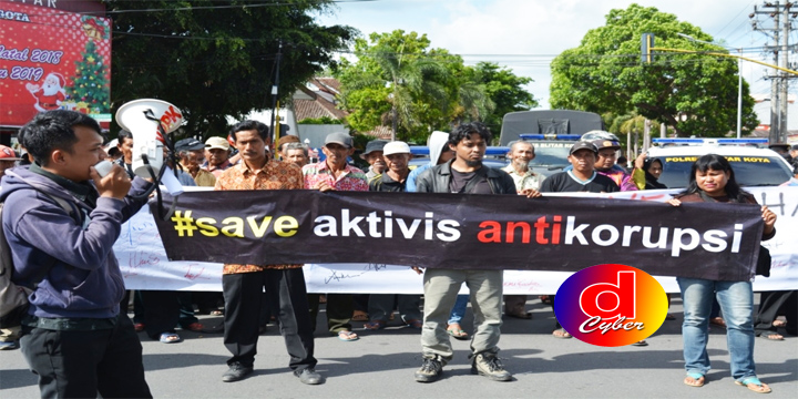 Aktivis Anti Korupsi Gelar Aksi Di Bundaran Lovi, Massa Menyoal Penetapan Tersangka UU ITE