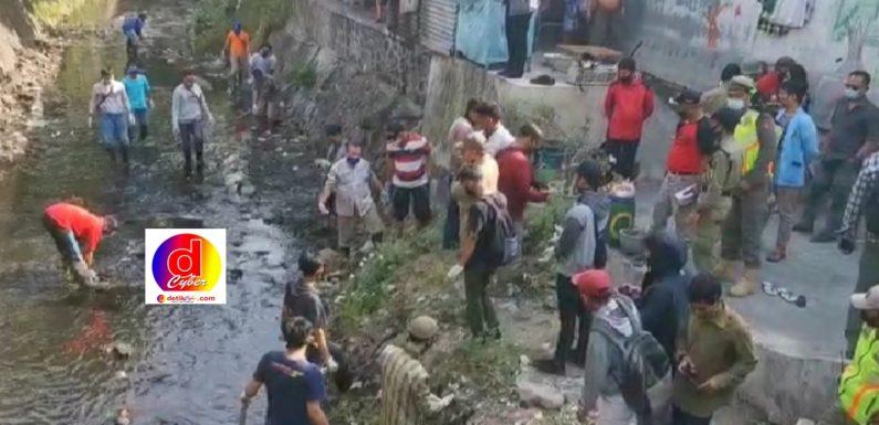 Puluhan Warga Melanggar Disiplin Protokol Kesehatan tidak Pakai Masker Mendapat Sanksi Bersihkan Sungai