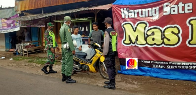 TNI-Polri, Nakes Dan Relawan Kecamatan Jatisrono, Tertibkan Pedagang Serta Pengunjung Pasar Ngrompak Patuhi Protokol Kesehatan