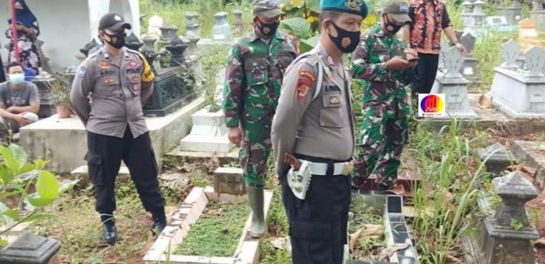 Koramil Dan Polsek Sidoharjo Dampingi Pemakaman Warga Dengan Prosedur Covid-19