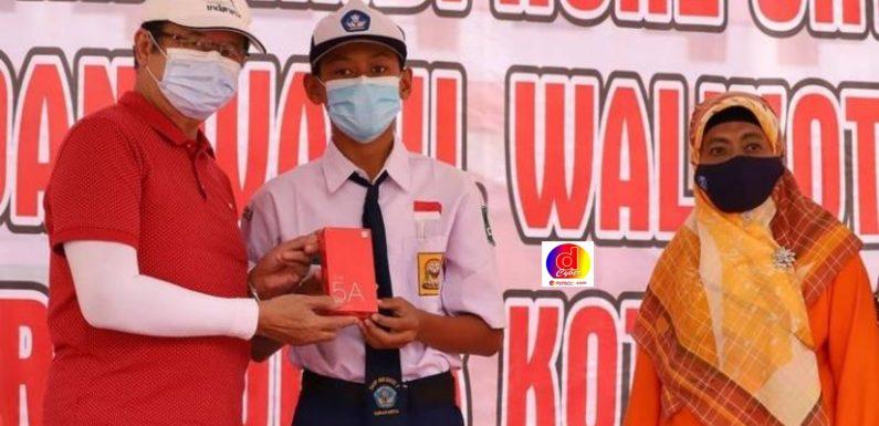 Walikota dan Wakil Walikota Surakarta Telah Serahkan HP untuk Daring dan Ngrekso Ban Kempes Saat Mider Projo