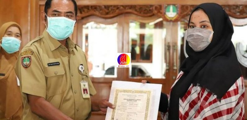 Walikota Surakarta Bagikan Ijazah di SMK Negeri 4 dan SMK Negeri 8 ini Pesannya