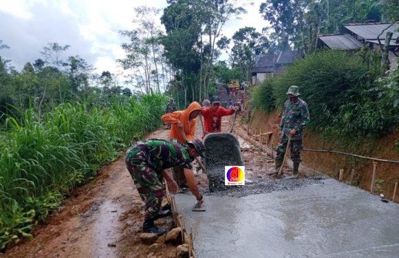Berada Di Atas Gunung, TMMD Desa Brenggolo Memiliki Kepuasan Tersendiri