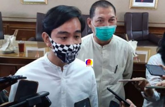 Pelantikan Wali Kota dan Wakil Wali Kota Solo Gibran Rakabuming Raka dan Teguh Prakosa Batal dilakukan secara Virtual Cek Faktanya
