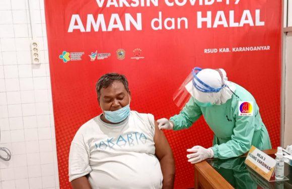 114 Pelayan Publik DPRD dan Wartawan Kabupaten Karanganyar Disuntik Vaksin Tahap I