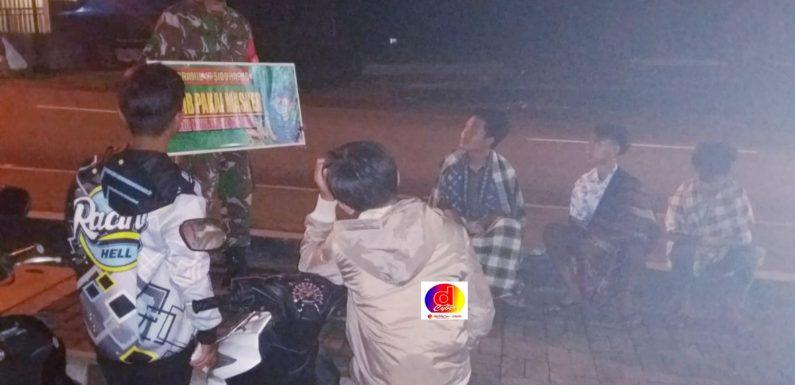 Koramil 16/Sidoharjo Berikan Himbauan Warga Agar Tetap Menjaga Jarak