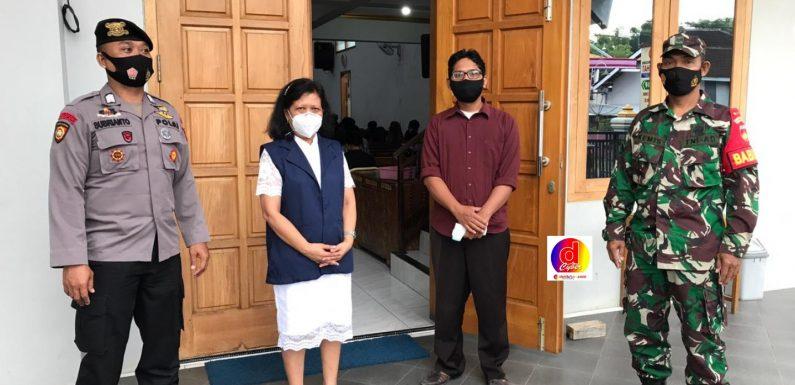 Perayaan Jum'at Agung, Anggota Koramil Dan Polsek Purwantoro Melakukan Pengamanan Gereja