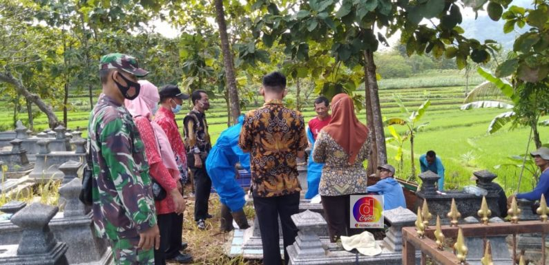 Babinsa Gemawang Monitoring Dan Amankan Pemakaman Jenazah Dengan Prosedur Covid-19