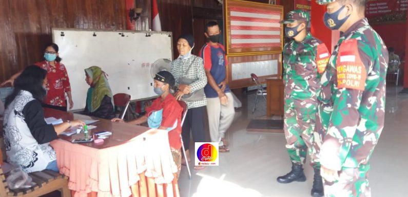 Koramil 03/Ngadirojo dan Polsek  Berikan Pendampingan Dalam Setiap Penyaluran Bantuan Kepada Warga Terdampak Covid-19