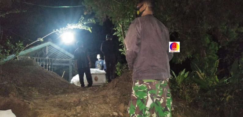 Koramil Dampingi Pemakaman Jenazah Warga Tirtomoyo Dengan Prosedur Prokes