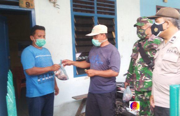 Polisi dan TNI Bantu Distribusikan Daging Kurban Antisipasi Kerumunan