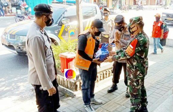 PPKM Darurat, TNI-Polri Di Wonogiri Salurkan Langsung Paket Sembako Kepada Warga Yang Membutuhkan