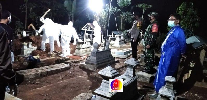 Tim Gugus Tugas Pracimantoro Dampingi Pemakaman Jenazah Dengan Standar Protokol Kesehatan