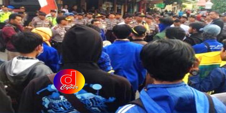 Aksi Demo Memanas, Tuntut Ketegasan Pemkot Blitar Soal Penutupan Karaoke Maxi Brilian