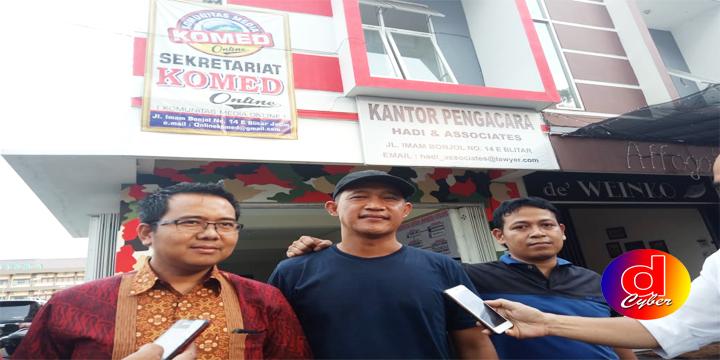 Tersangka Kasus UU ITE Bersama Kuasa Hukumnya, Daftarkan Gugatan Praperadilan Ke PN Blitar