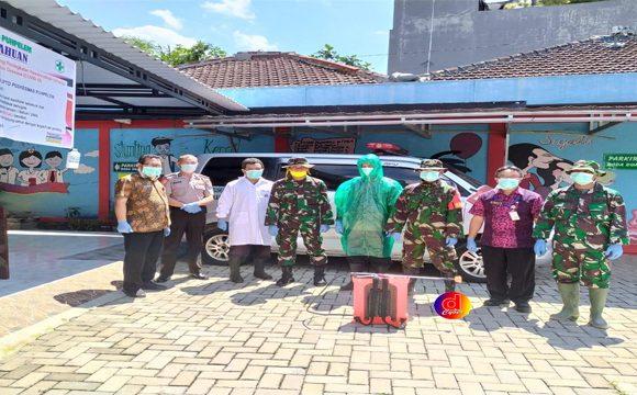 Cegah Covid 19, TNI/Polri Bersama Warga Puhpelem Lakukan Penyemprotan Disinvektan