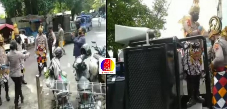 Personel Polresta Surakarta Kenakan Kostum Gatotkaca dan Werkudara, Saat  Bagikan Masker