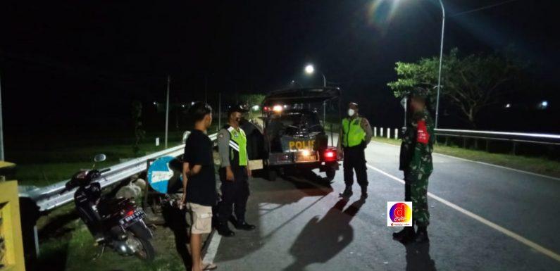 Malam Hari, TNI-Polri Kecamatan Giriwoyo Tak Henti Gelar Pendisiplinan Prokes