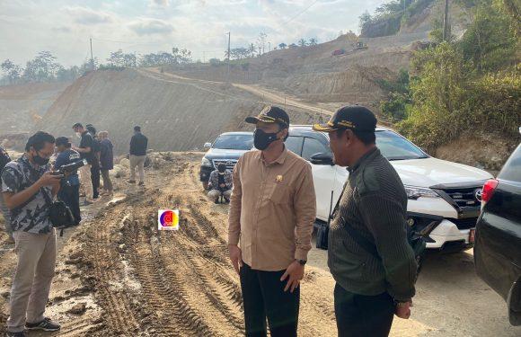 Bagus Selo Tinjau Pelaksanaan Proyek Waduk Jlantah di Kecamatan Jatiyoso Pemda Jangan Sampai Kecolongan
